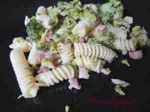 fusilli_saltati_in_padella_broccoli_al_vapore_pancetta_affumicata