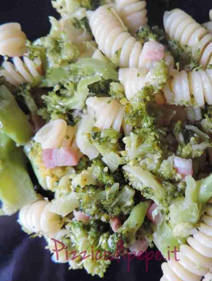 Fusilli saltati in padella con broccoli e pancetta affumicata