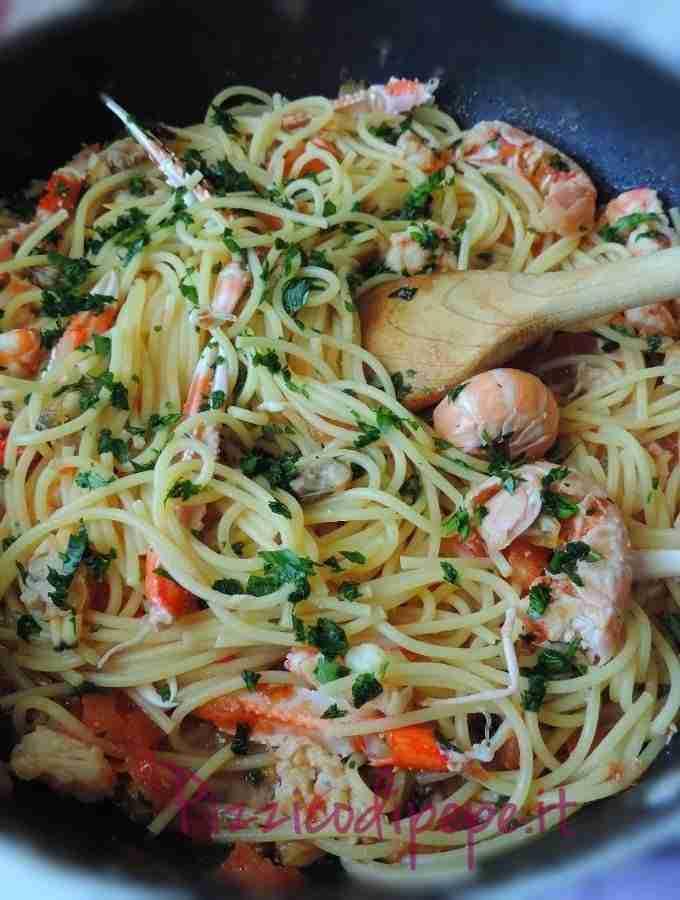 Spaghetti-allo-scoglio-frutti-di-mare-680x900