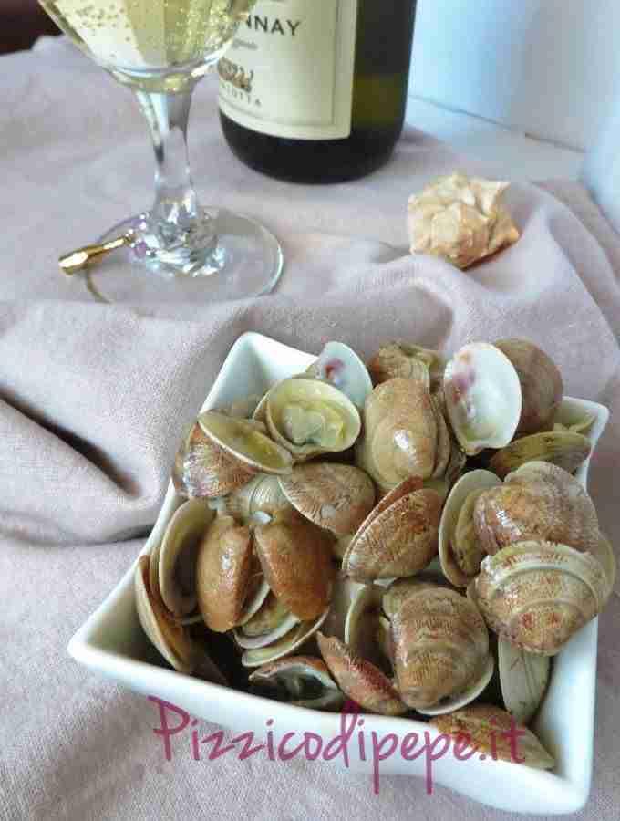 Pulizia e preparazione di molluschi e crostacei