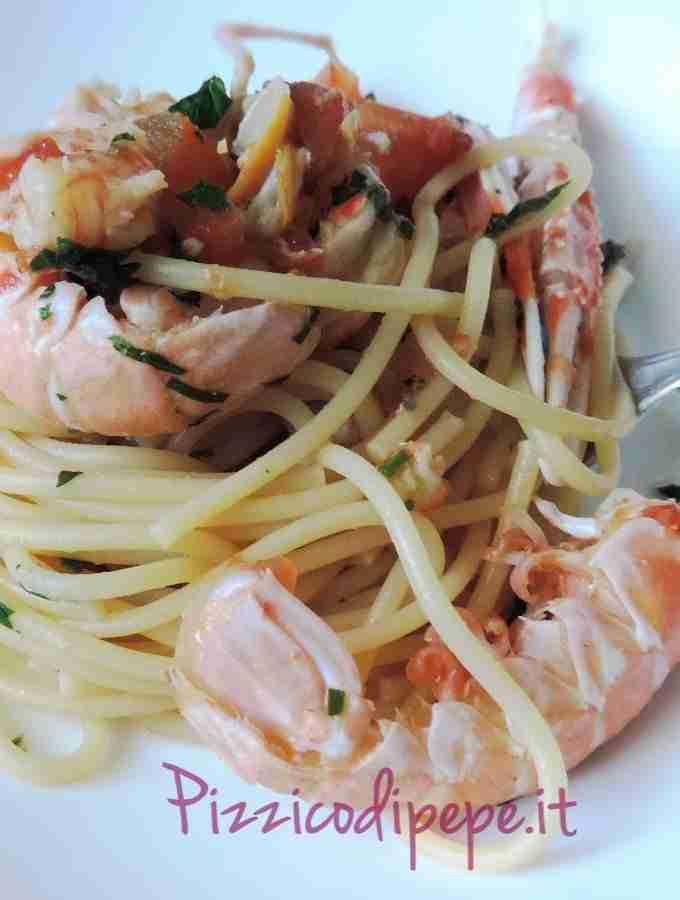 spaghetti-allo-scoglio-frutti-di-mare-piatto-680x900