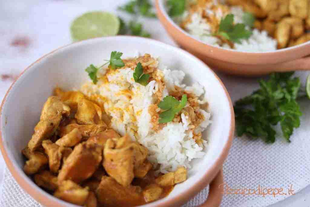 piatto di bocconcini di pollo speziati